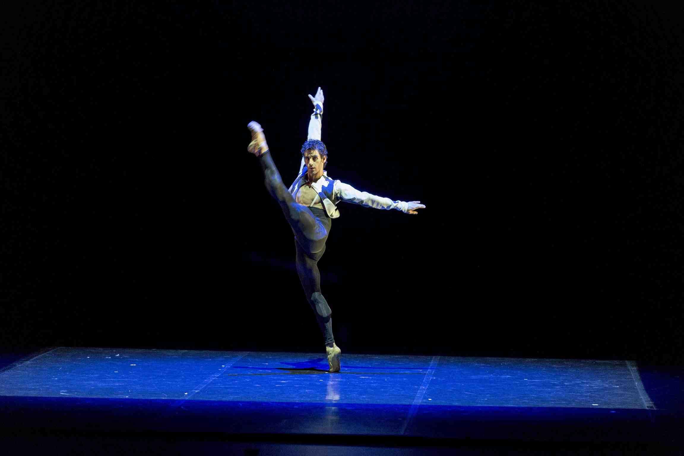 Josué Ullate, Quiebro, en coreografía de Victor Ullate. © Raúl Montes