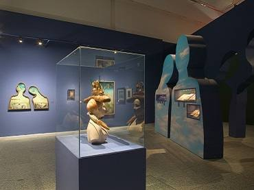 Exhibition view. Dalí. Cultura de masas, 2004