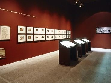 Exhibition view. Huellas de Luz. El arte y los experimentos de William Henry Fox Talbot, 2001