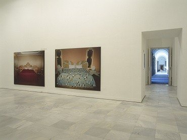 Exhibition view. Valentín Vallhonrat. En busca del amor (Room for Love), 2000