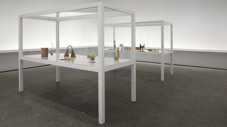 Vista de sala de la exposición Carl Andre. Escultura como lugar, 1958-2010, 2015