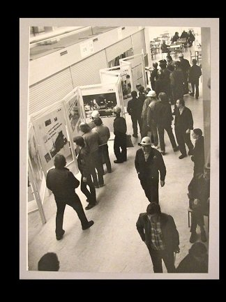 [Unidentified photographer]. View of the Arbeiterfotografen Hamburg Exhibition , s/f. Photograph b/n, 18 x 24 cm. Donated by Dieter Mielke. Research Centre and Library, Museo Nacional Centro de Arte Reina Sofía