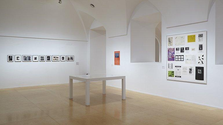 Vista de sala de la exposición Ulises Carrión, 2016
