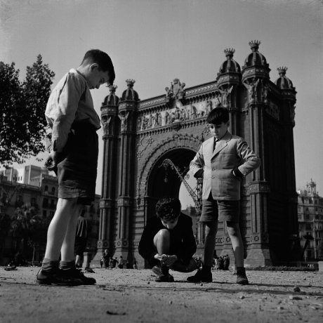 Niños jugando frente al Arco del Triunfo (Children Playing in Front of the Triumphal Arch)