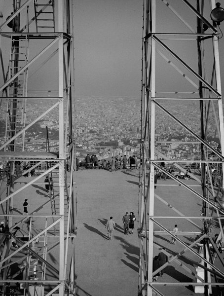 Balcón sobre la ciudad en el Tibidabo (Balcony Over the City on the Tibidabo)