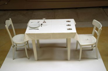 George Brecht, Three Table and Chair Events, 1962 / Museo Vostell Malpartida. Gobierno de Extremadura