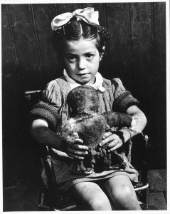 Child with Doll (Niña con muñeca)