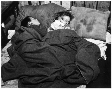 Two Children in Bed (Dos niños en la cama)