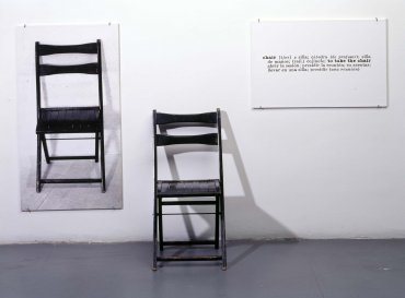 One and Three Chairs (Una y tres sillas)