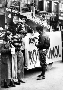 Las juventudes comunistas solicitan donativo para regalar a Rusia un buque como el Komsomol (Communist Youth Asking for Donations to Give Russia a Ship Like the Komsomol)