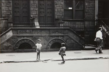 New York, 1940 (Boy Showing Off) (Nueva York, 1940 [Niño alardeando])