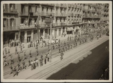 Barcelona, milicianos partiendo al frente (Barcelona, Militiamen Leaving for the Frontline)