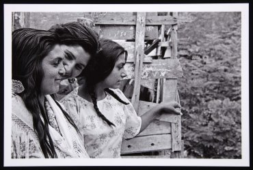Gitanas. Barracas de Montjuich (Gypsy Girls. Shantytowns of Montjuïc)