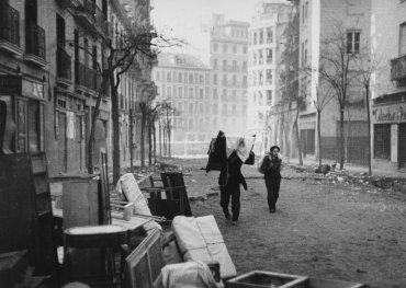 Bombardeos en el barrio de Argüelles (Air Raid on Argüelles Neighbourhood, Madrid)