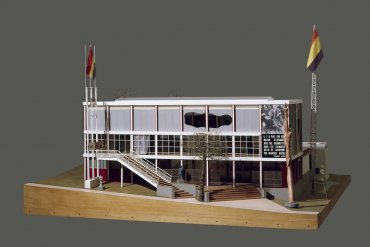 Maqueta del Pabellón de España en la Exposición Internacional de París de 1937 (Spanish Pavilion Model for the International Exhibition of Paris, 1937)