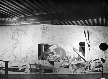 "Reportage sur l'évolution de «Guernica» (Photo Report of the Evolution of ""Guernica"")"